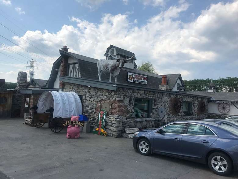 the outside of wagon train bbq restaurant