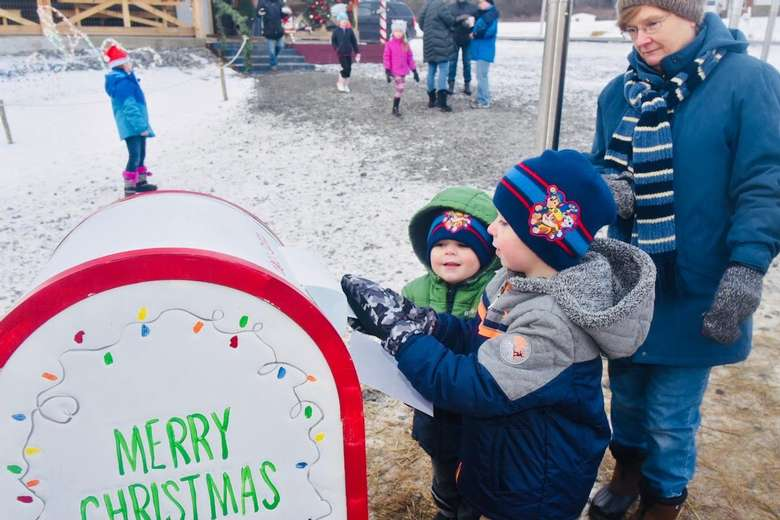 kids near merry christmas mailbox