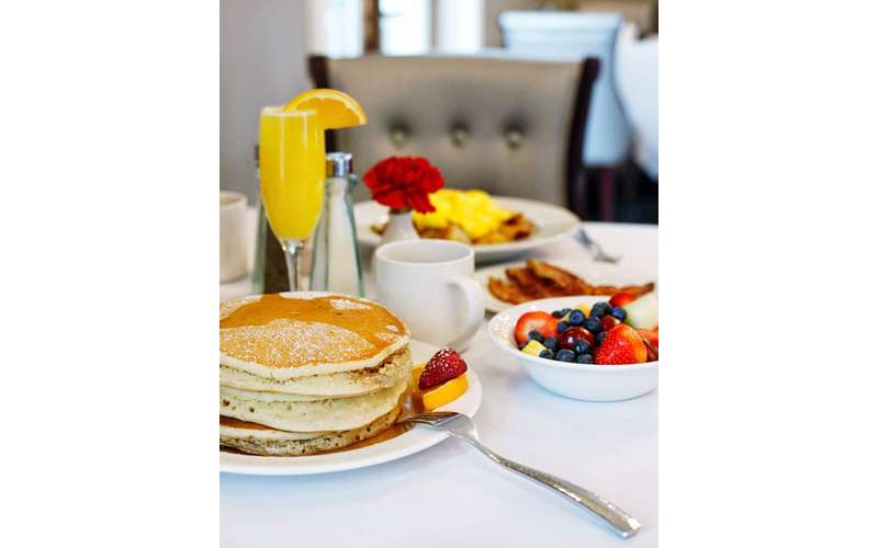pancakes, mimosa and breakfast served daily at Park 26