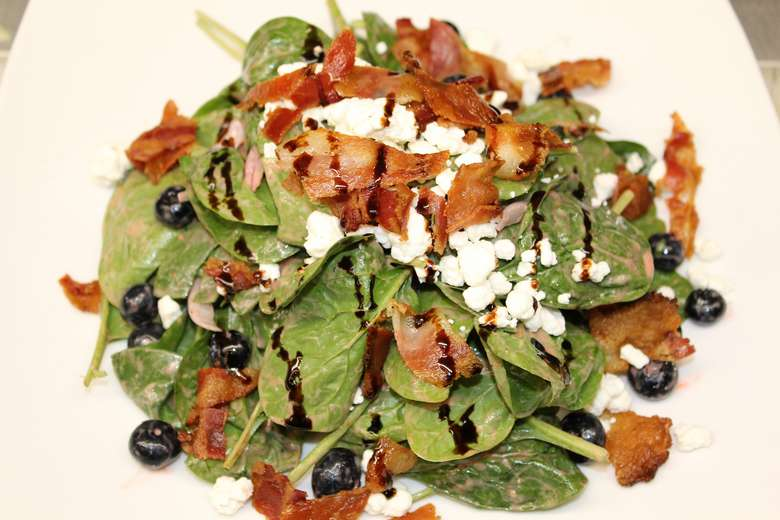 spinach salad with chicken and goat cheese