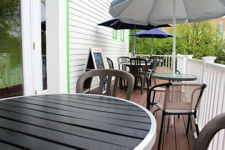 outdoor patio tables