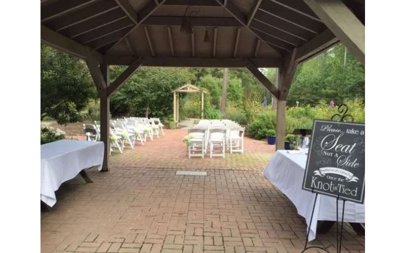 Williamsburg Botanical Garden An Outdoor Intimate Garden Wedding