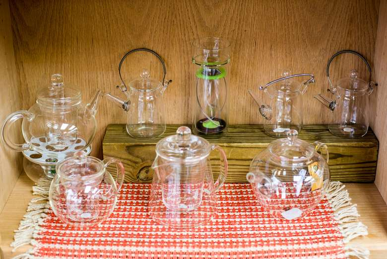clear glass teapots