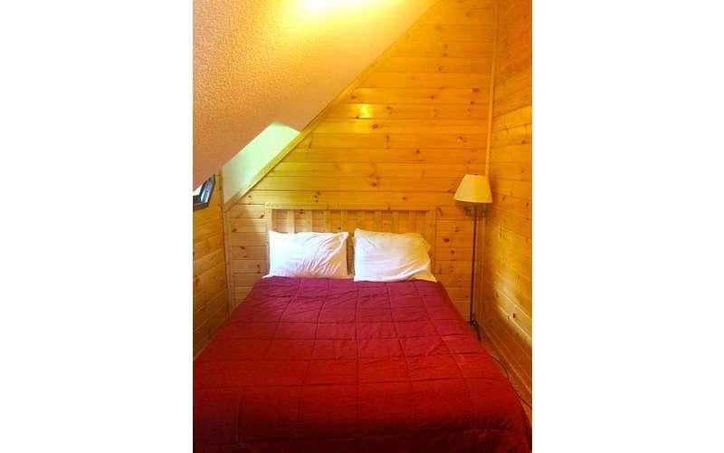 bed in Sacandaga Lodge