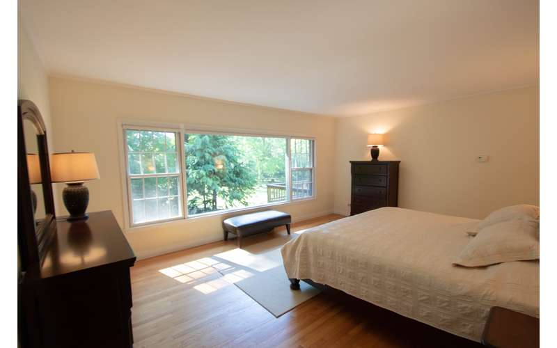 Master bedroom in Ahnohowarah with King Bed
