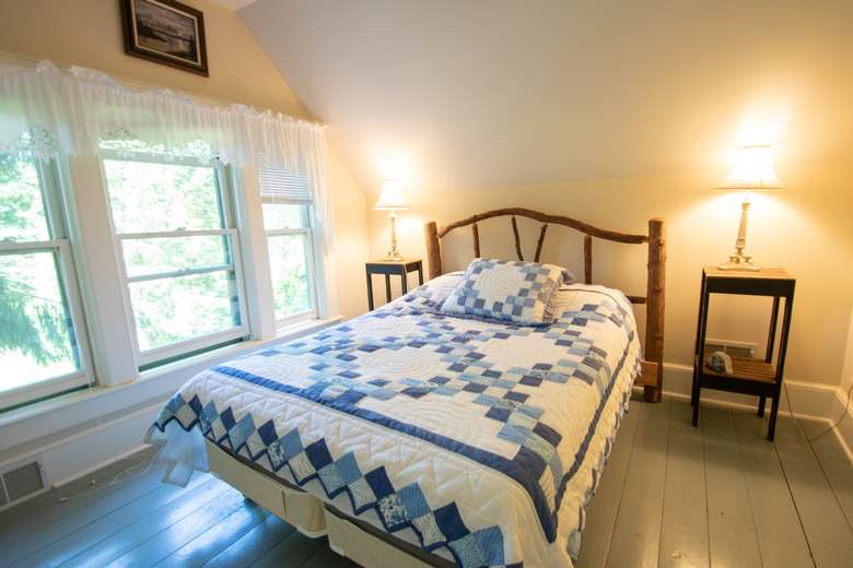 Full or Queen Size Bed in the main bedroom - currently has a Full size bed but a queen size can be placed in the room.