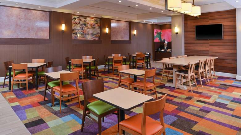 dining area at Fairfield Inn and Suites