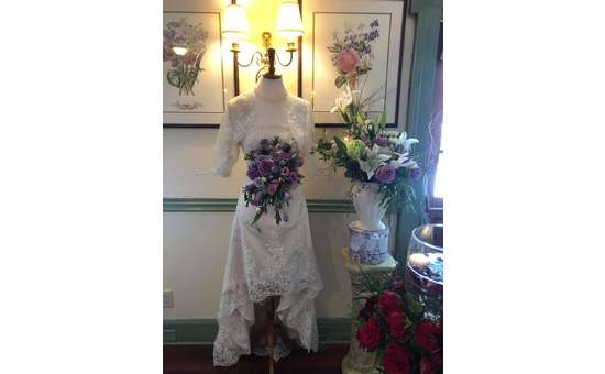 mannequin with bouquet