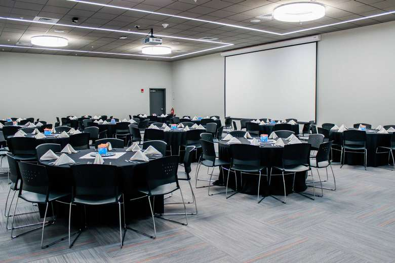 round meeting room tables