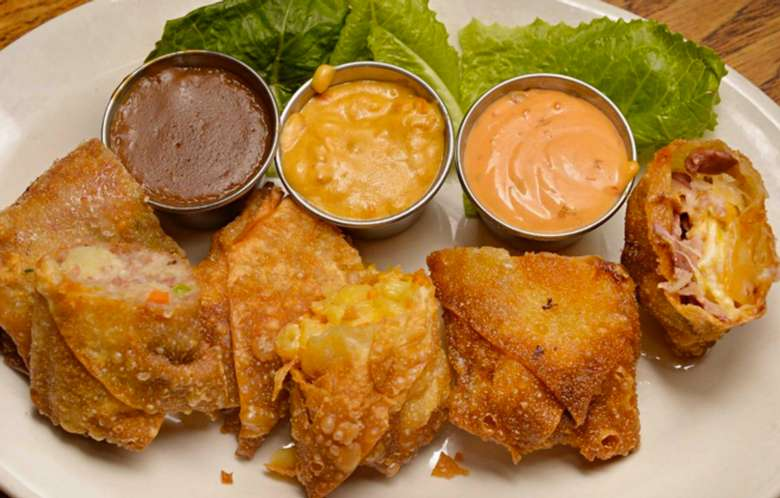 egg rolls with dipping sauces