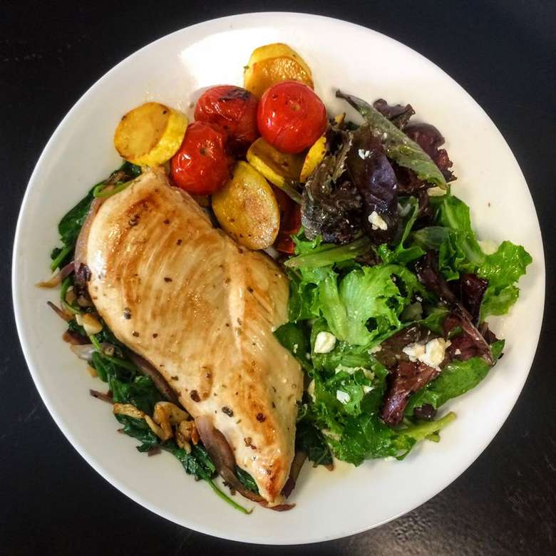salad with tomatoes and chicken