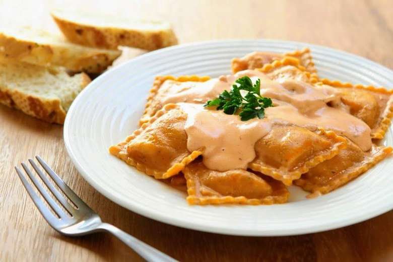 ravioli with cream sauce and bread
