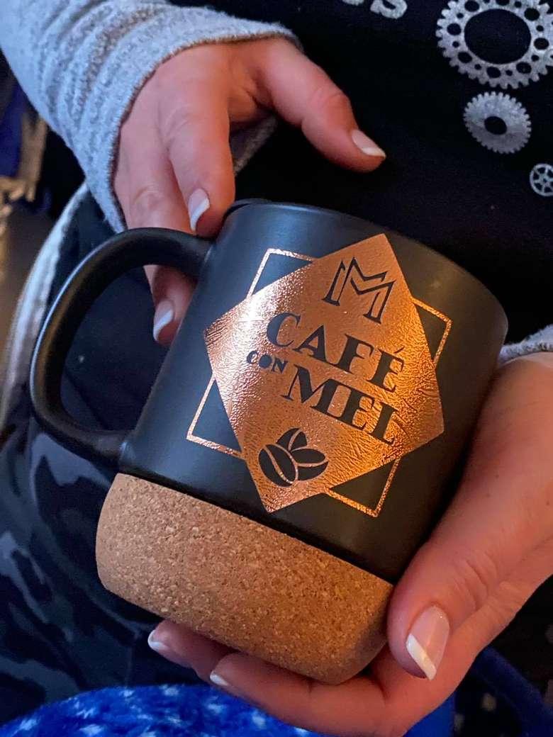 a mug with the words cafe con mel