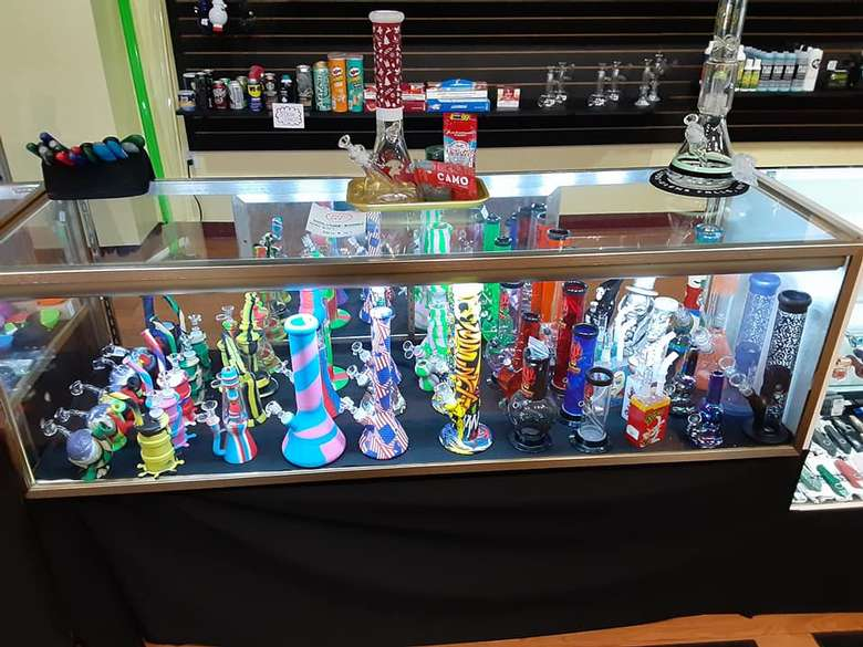 beaker pipes and smoking devices
