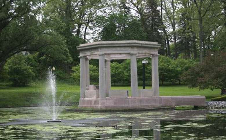 world war 2 memorial and fountain in saratoga's congress park
