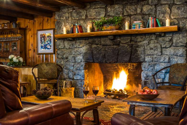 After skiing join us at the Log House Restaurant and Pub