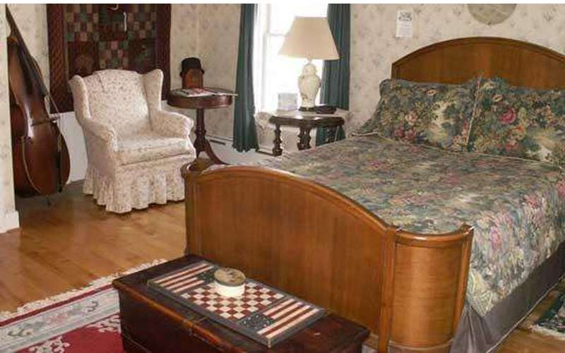 The Book & Blanket Bed & Breakfast (5)
