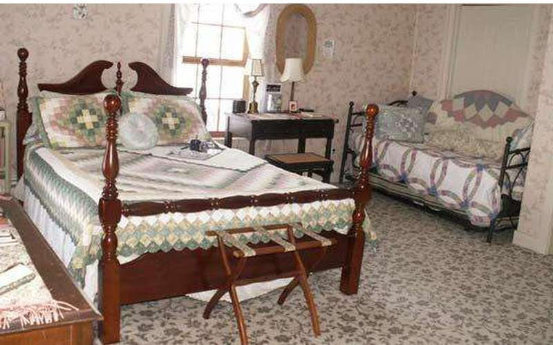 The Book & Blanket Bed & Breakfast (6)