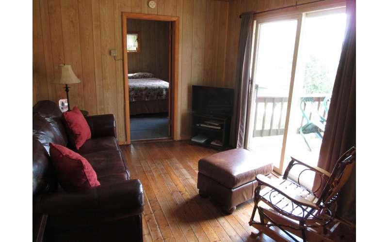 #8 Cottage (Osgood Hse) Living Room