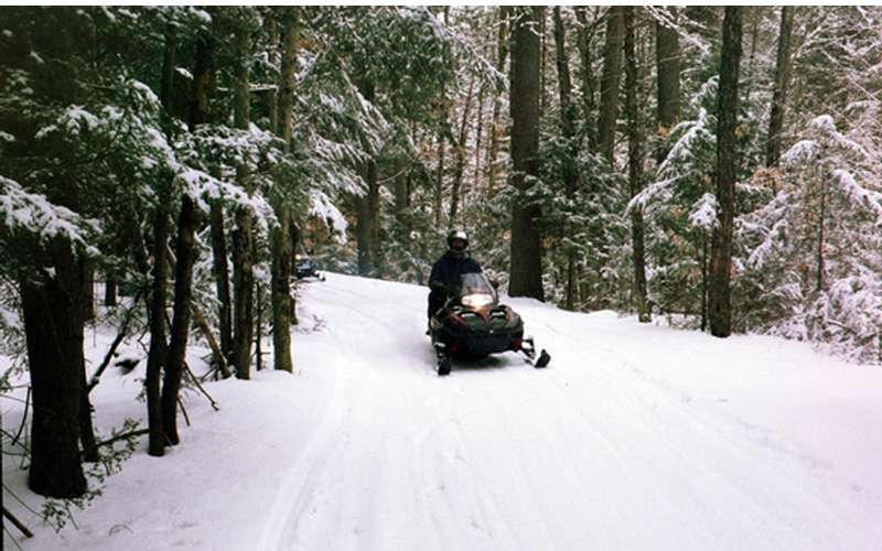Lake Vanare Snowmobile Tours (1)
