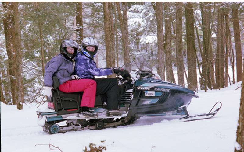 Lake Vanare Snowmobile Tours (2)