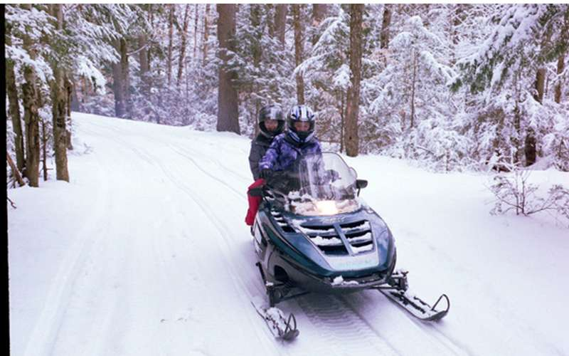 Lake Vanare Snowmobile Tours (3)