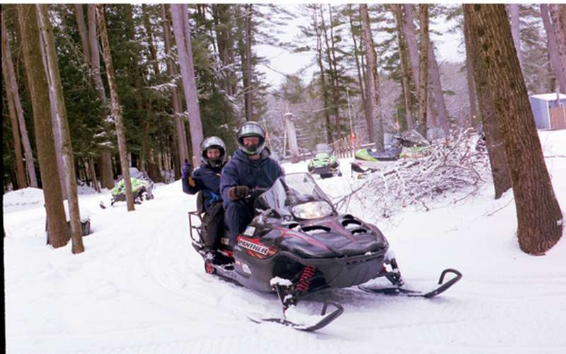 Lake Vanare Snowmobile Tours (4)