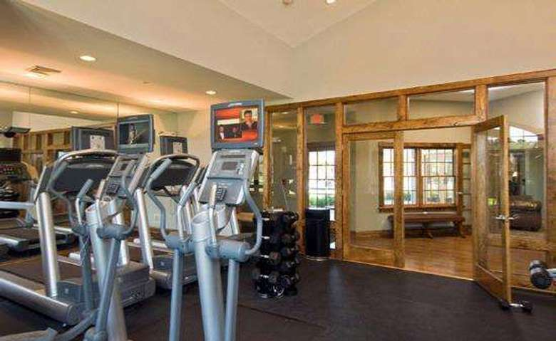 workout room in an apartment building