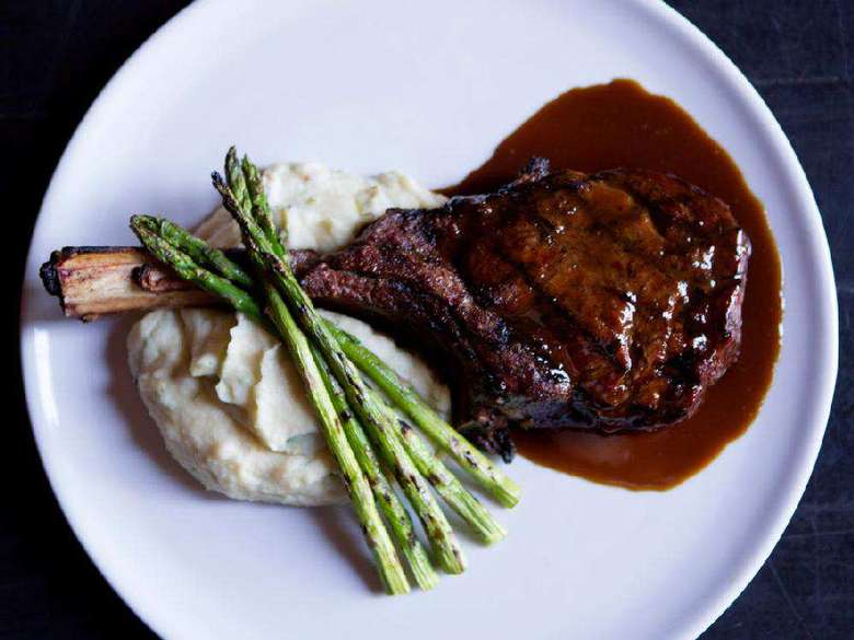 lamb chop with mashed potatoes, asparagus, and sauce