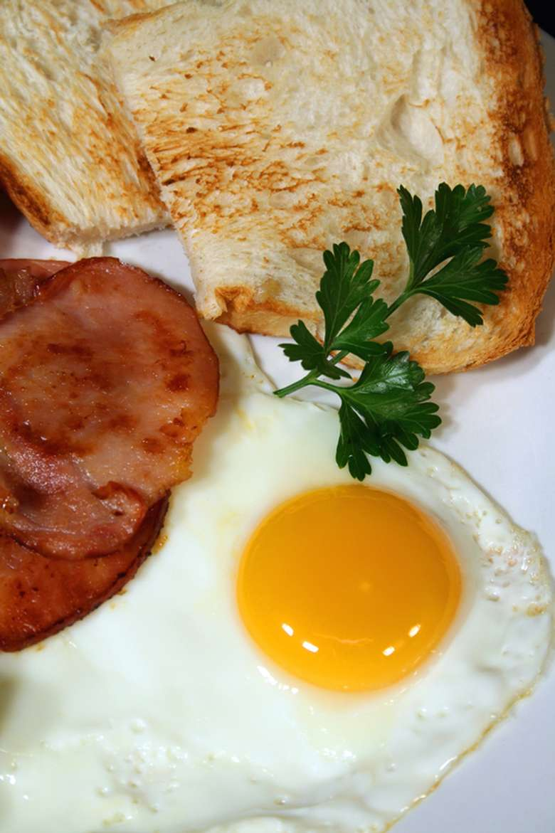 A sunny-side up egg, with ham and toast