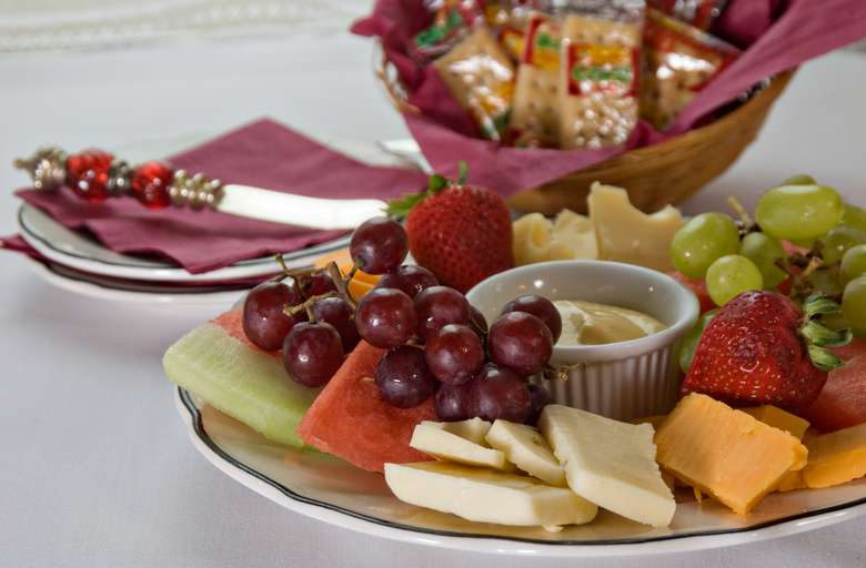 INNdulgence - fruit and cheese platter