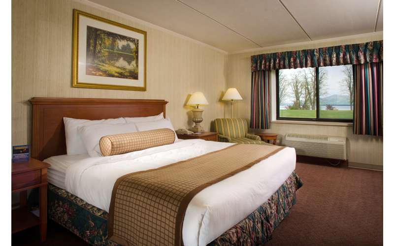 Premium East Room King bed