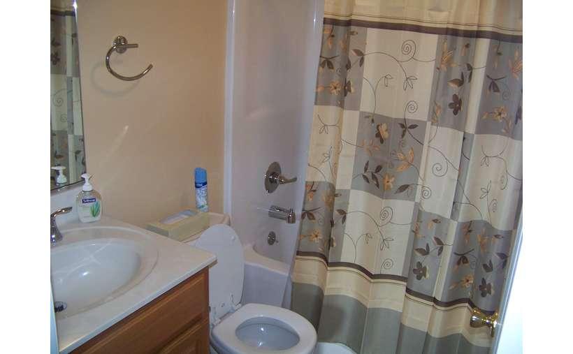 2nd Floor Full Bath with Tub/Shower