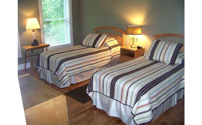 2nd Floor Bedroom with Twin Beds