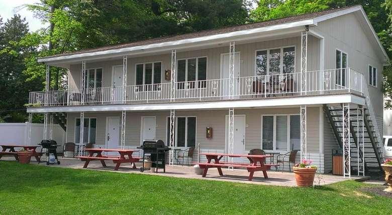 motel room exteriors