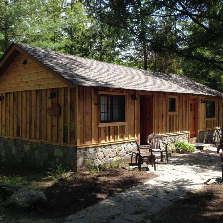 small wodden cabin