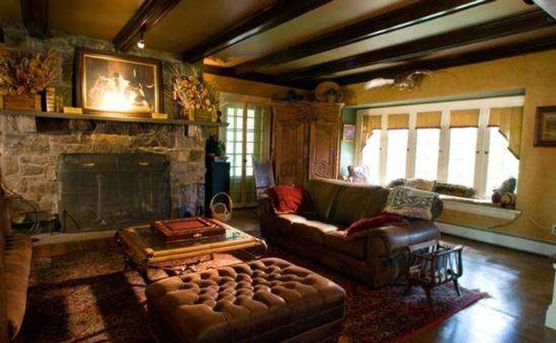 Victorian Mansion & Carriage House Rentals (5)