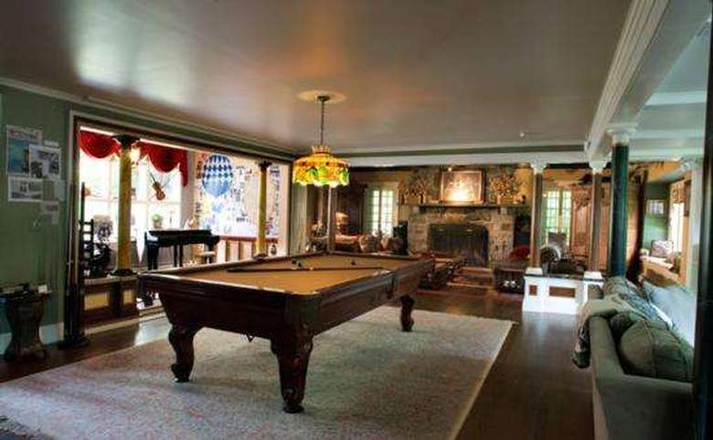 Victorian Mansion & Carriage House Rentals (6)
