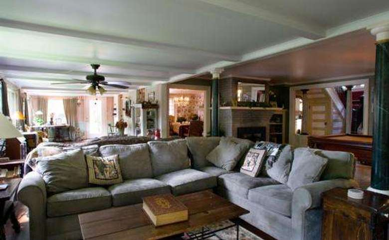 Victorian Mansion & Carriage House Rentals (7)