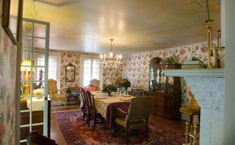 Victorian Mansion & Carriage House Rentals (9)