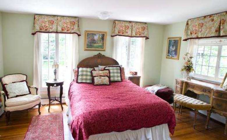 Victorian Mansion & Carriage House Rentals (13)