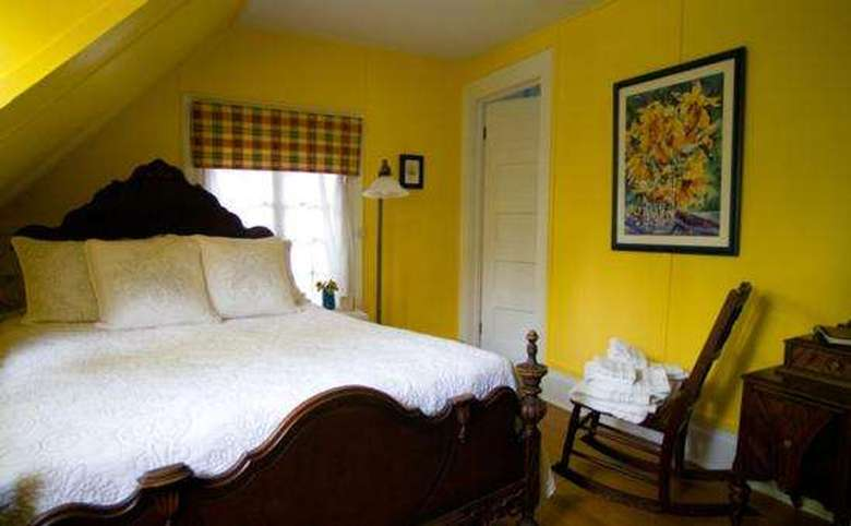 Victorian Mansion & Carriage House Rentals (14)