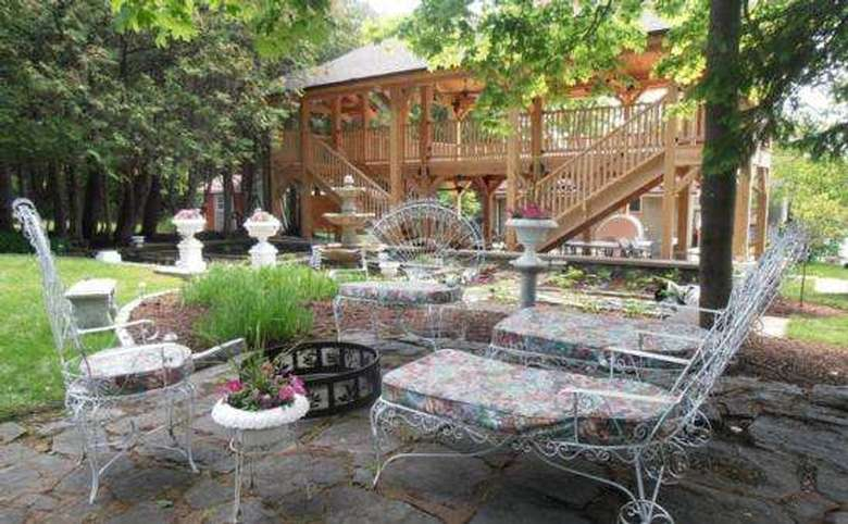 Victorian Mansion & Carriage House Rentals (15)