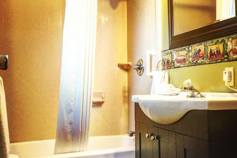 sink and bathroom tub