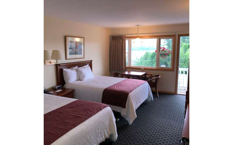 Lake View Double Queen Guest Room