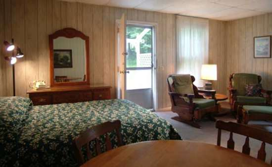 Accommodations For Wedding Guests At Chelka Lodge On Lake