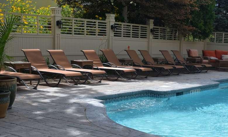 Union Gables Pool Saratoga Springs Hotel