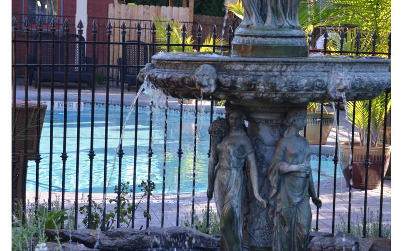Fountain and pool at Union Gables Saratoga Springs
