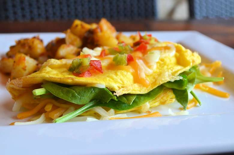 omelette with peppers, spinach, and homefries