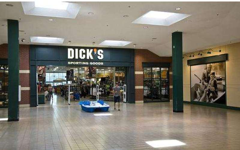 the outside of Dicks from the mall